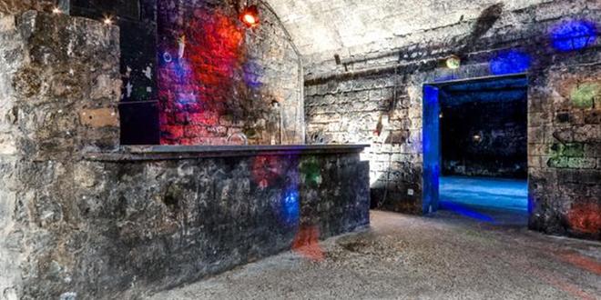 privatisation location les caves le chapelais paris 17eme. Black Bedroom Furniture Sets. Home Design Ideas