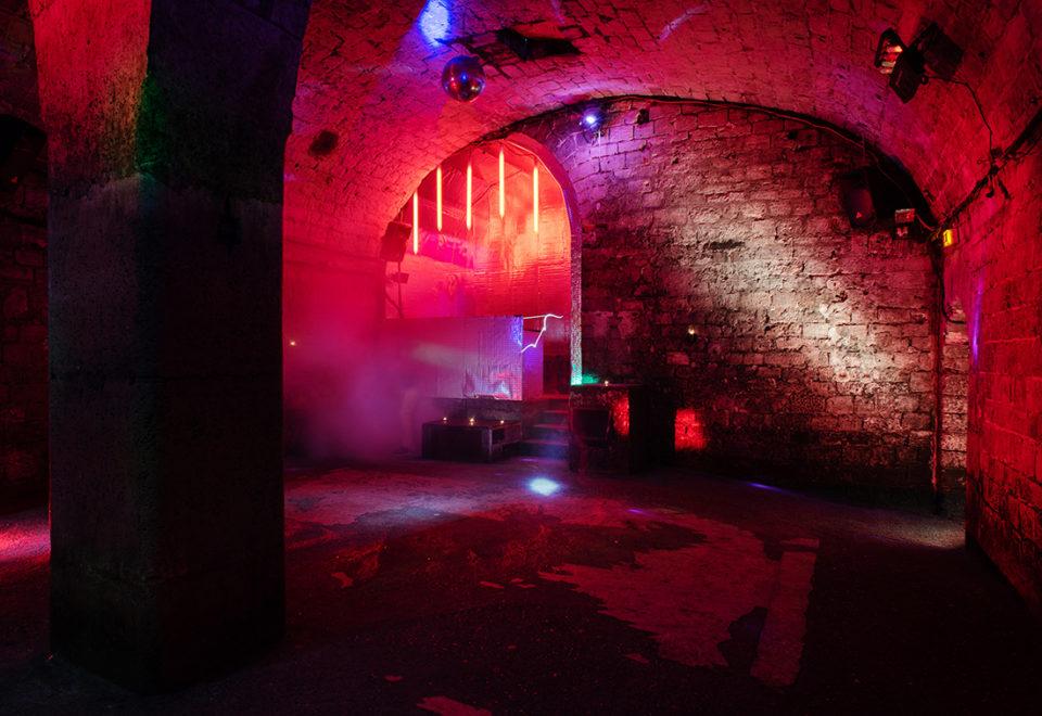 Privatisation / Location, Les Caves le Chapelais, Paris 17eme